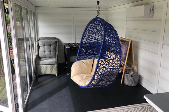 Garden Studio In London With Swing